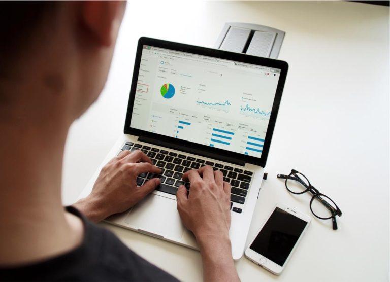 Elementy graficzne i treści tworzące dobrą stronę internetową